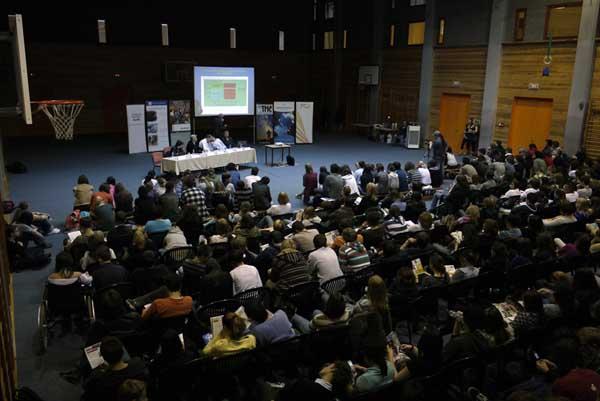 Középiskolai ismeretterjesztés XXI.századi show elemekkel