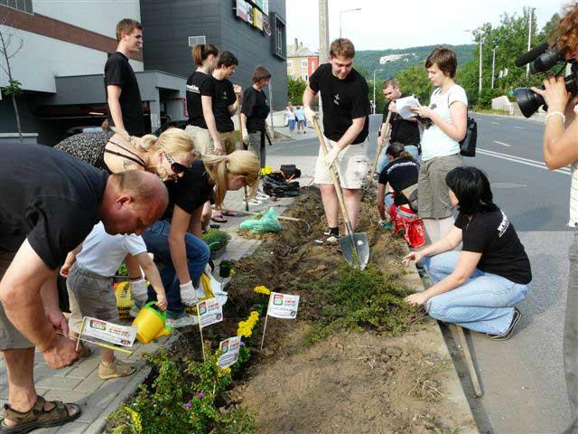 Hegyalja fesztival 2009 Zero CO2 akció - Fedőneve: Bojtocska - Illegális növényültetés egy élhetőbb környezetért