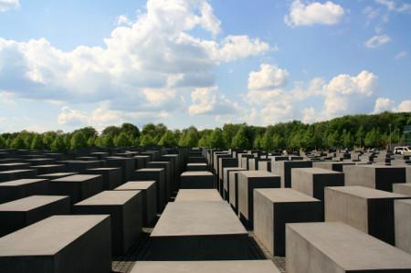 Felhívás nemzetközi holokauszt-oktatási szakértő képzési programon való részvételre
