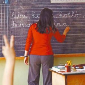 Ötéves tanárképzést és négyfokozatú életpályamodellt javasolnak