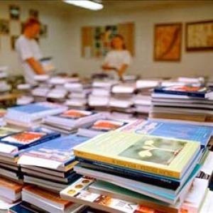 Az állami Könyvtárellátó gondoskodik a tankönyvekről