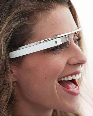 Jövőre itt a Google szemüveg