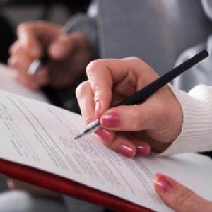 Az adóhatóság ellenőrzi majd a hallgatói szerződés betartását