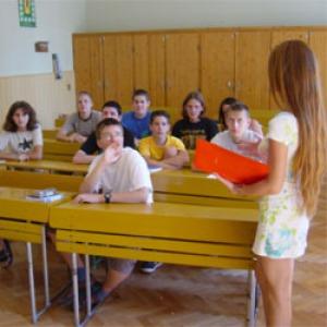 Egymilliónál is több diák ül az iskolapadba hétfőn