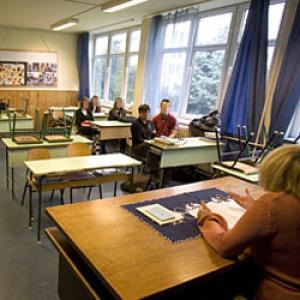 Egész napos iskolát követelnének meg a kéttannyelvű iskoláktól