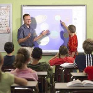 A munkakörhöz előírt legmagasabb végzettség szerint sorolják be a pedagógusokat