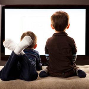 Törvénytervezet készül a gyermekek fejlődését károsító médiatartalmak kiszűrése érdekében