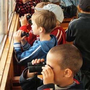Éves utazási támogatást kapott 54 hátrányos helyzetű gyermek