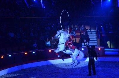 Az univerzum fényei (cirkuszi előadás)