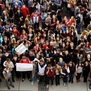 Több száz iskolás tüntetett Ungváron