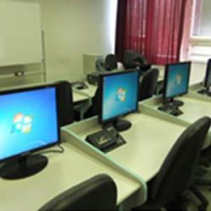 Tudatosabb internethasználatra nevelnék a középiskolásokat