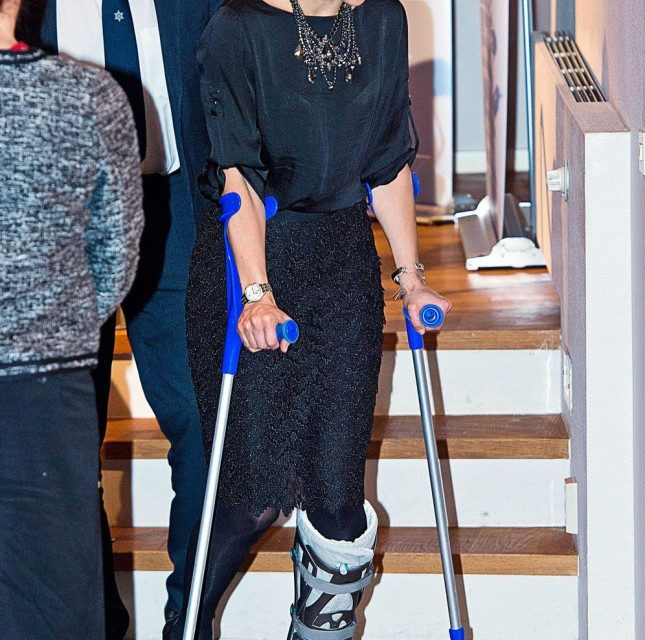 Síbalesete után óriási lábmerevítővel jár a hercegnő