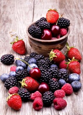 Csokoládé, vörösbor és piros gyümölcsök az egészségért