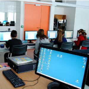 Milliókkal segíti a LogMeIn a számítástechnika-oktatást