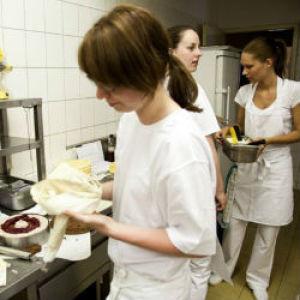 Villanyszerelőnek, hegesztőnek, cukrásznak tanulnak a fiatalok