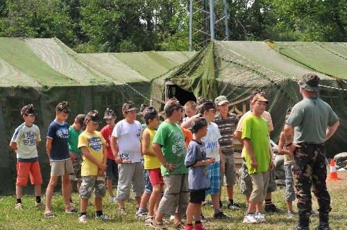 Dugig van gyerekekkel a nyár legfurcsább tábora