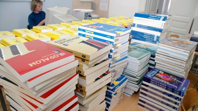 1500 iskola állami tankönyvvel kísérletezik