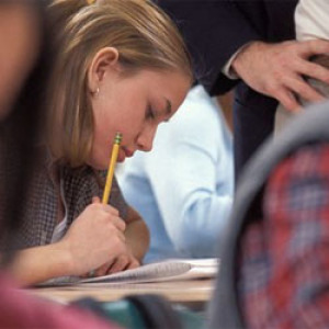 Laboratóriumi oktatónapot tartanak középiskolásoknak