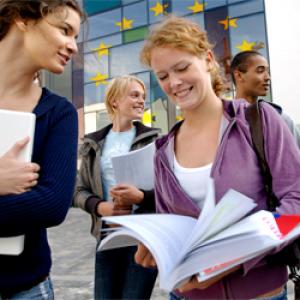 Nagy az eltérés a tandíjak és az ösztöndíjak között az EU-ban