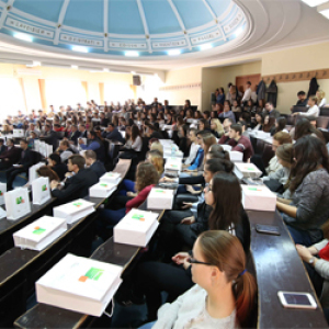 Pénzügyi tudatosságra nevelik a romániai fiatalokat