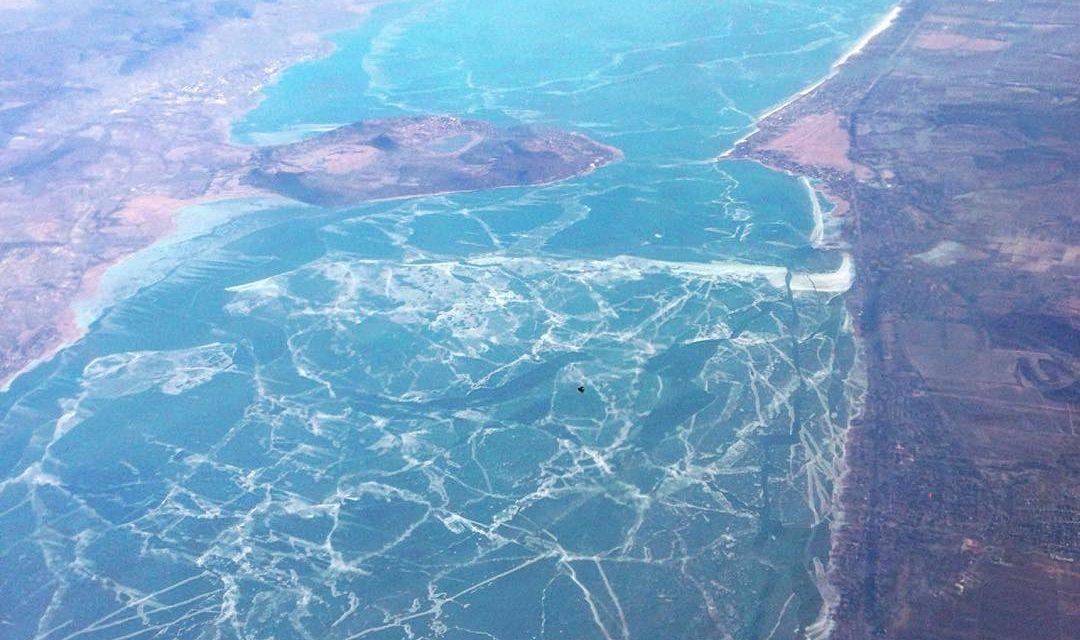 Így fest a jeges Balaton a levegőből