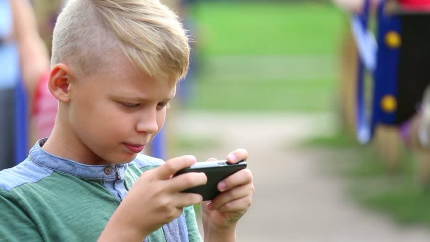 SMS-nyak: az okostelefon hatása a gerincre