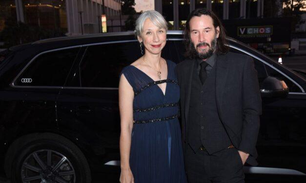 Keanu Reeves és Alexandra Grant szerelme kicsit sem enyhült – Forró csókot váltottak a fotósok előtt