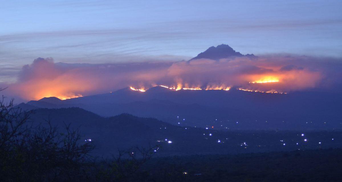 Továbbra is lángokban áll a Kilimandzsáró (videóval)