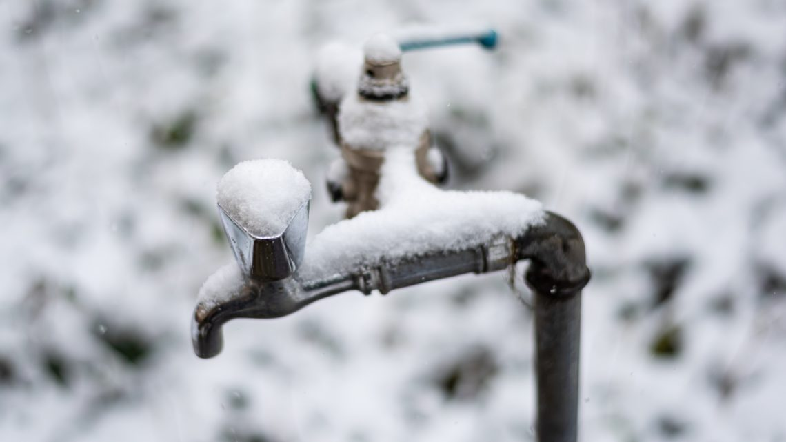 Nyakunkon a hideg, sürgősen téliesíteni kell a vízmérőket