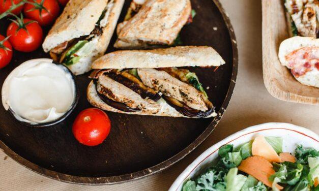 Grillezett csirkemelles szendvics