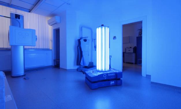 Munkába állt Victor, a román koronavírus-ölő robot: UV sugárzással pusztítja el a kórokozókat