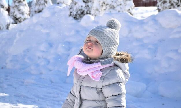 A hideg levegő nem betegít meg: ezért kellene a gyerekeknek télen is minél többet kint lenniük